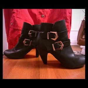 Chinese Laundry Black Leather ankle Bootie